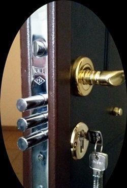 Biztonsági ajtó zárcsere